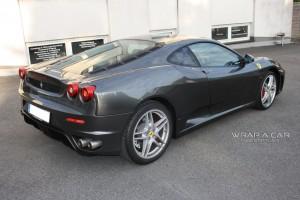 Ferrari inder der Schönheitsklinik fürs Auto Bösel
