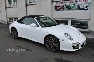 Porsche Carrera Cabrio in weiß glänzend Foliert