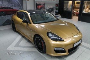 Porsche Panamera in gold metallic