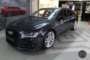 Audi S 8 Neuwagen bei Anlieferung
