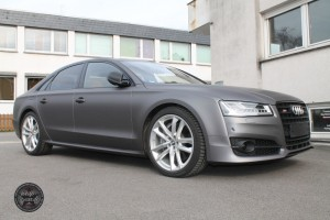 Audi S 8 in grau matt