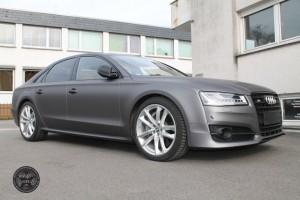 Audi S 8 in grau matt